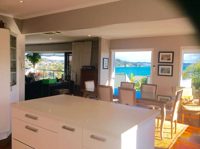 Sunny 4-BR home with big views over Stanmore Bay