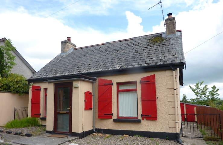 Hallow Cottage - Newtownstewart - Casa