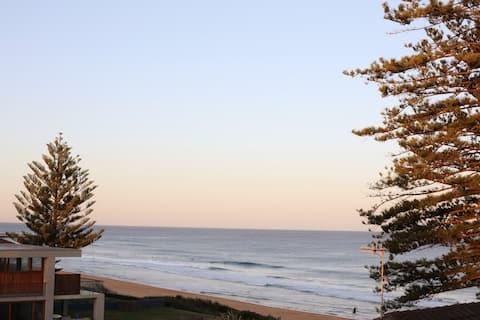 NTH VIEW - Newly Renovated Beachfront Retreat!