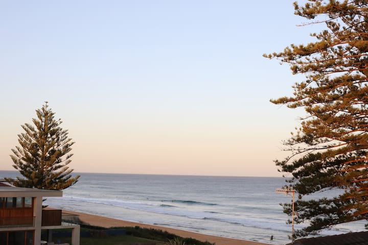 NTH VIEW - Newly Renovated Beachfront Retreat!