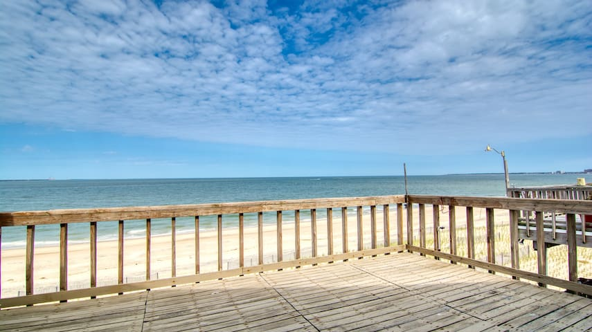 BEACHFRONT - COMPLETELY RENOVATED AND LUXURIOUS