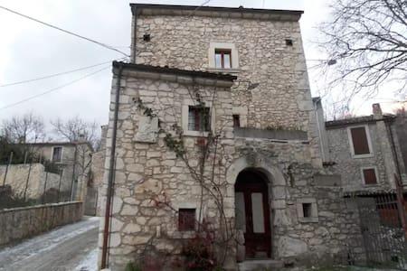Stanza Matrimoniale in casa antica - Sant'Eufemia a Maiella - Haus