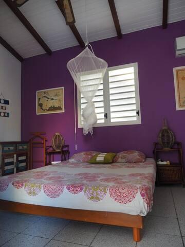 Chambre privée dans villa avec piscine Ste Anne