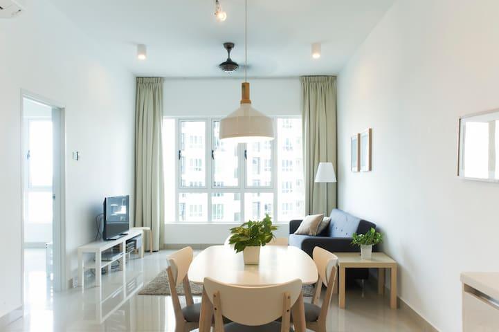 Tastefully Decorated 2BR home on seaside - Johor Bahru - Kondominium