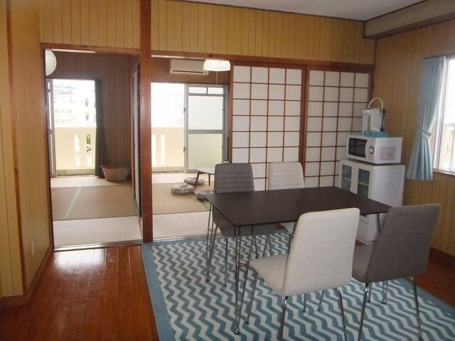 国際通り徒歩30秒!くつろげる和室のお部屋♪ Comfy Japanese Style Room.