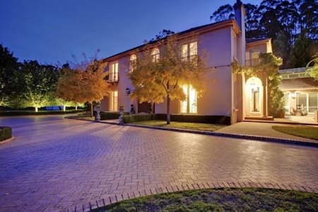 Villa Donini - Riverside - Huvila