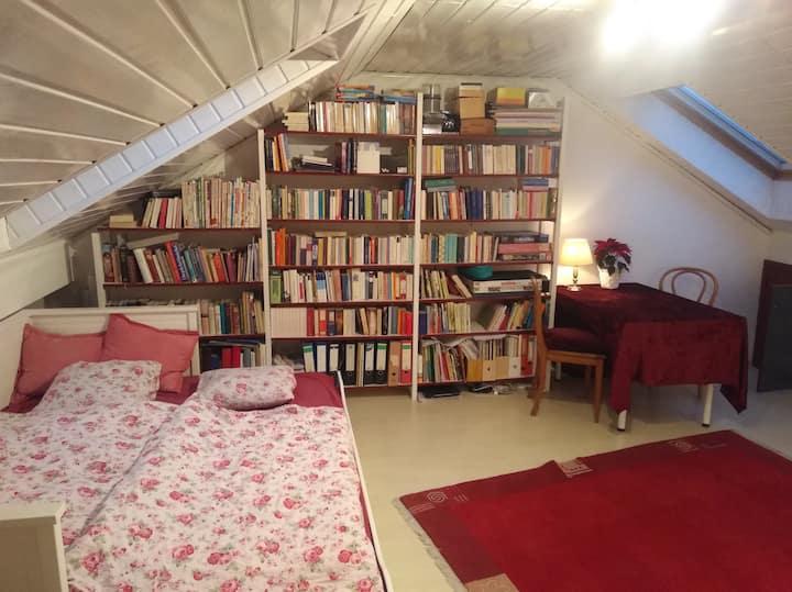 Dachzimmer mit viel Licht für Wochenendheimfahrer