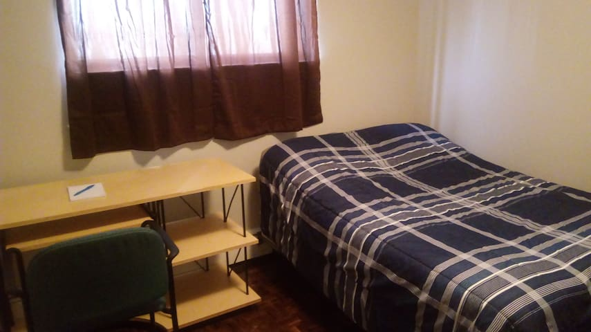 Private double bed room for student/solo/couple - Waterloo - Apartment