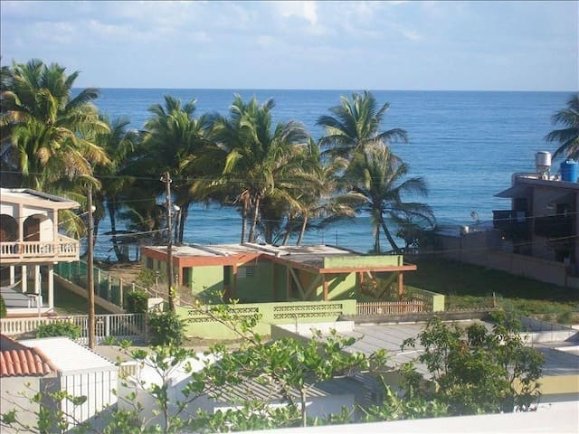 3BR/3BA PH 1 blk from Sandy Bch with power and H20