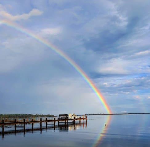 Lake Kerr Florida Lakefront Retreat