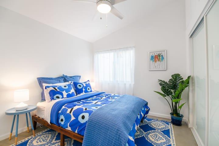 Private room w/ salt water pool & mountain views