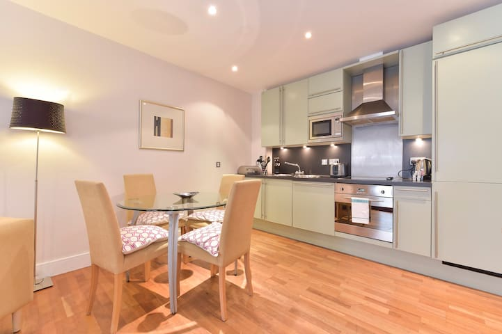Still Life Tower Hill Exec. 1 Bedroom Apartment G