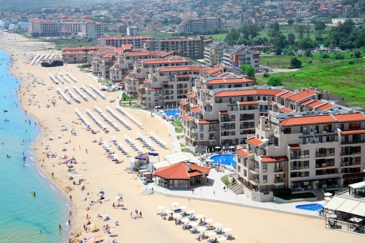 Beach condo w/ pool and kitchen - Obzor - Pis