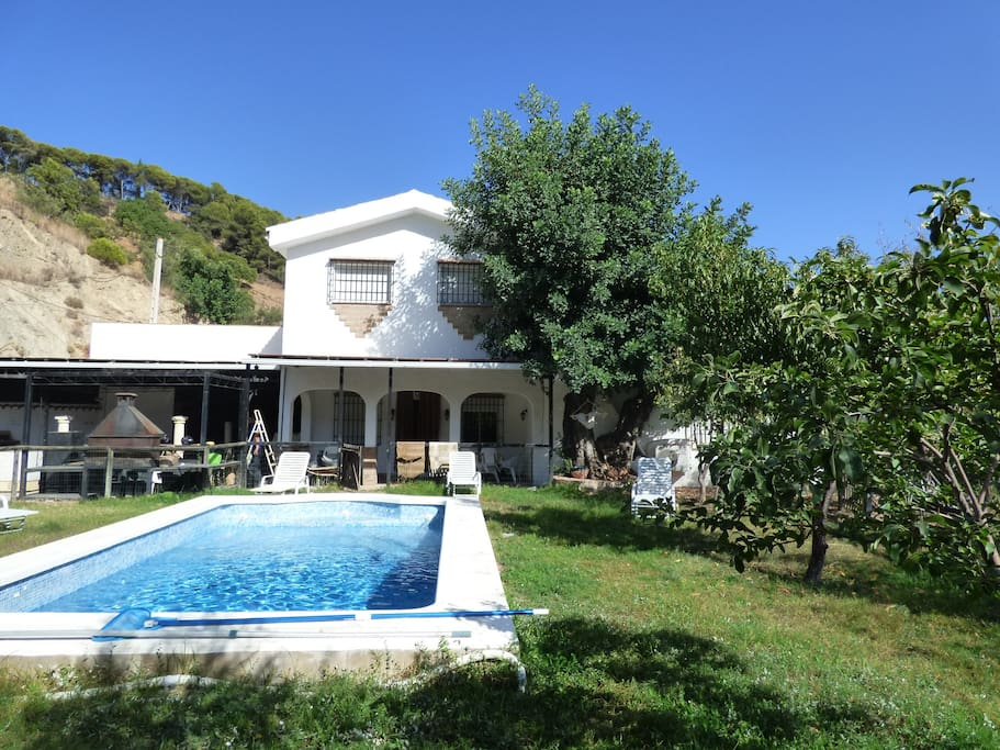 Private rural villa 250 m2 with pool houses for rent in for Beds 4 u malaga