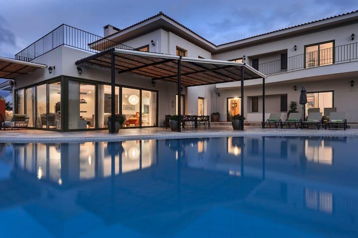 Luxury Golf Beach  Serviced Villa