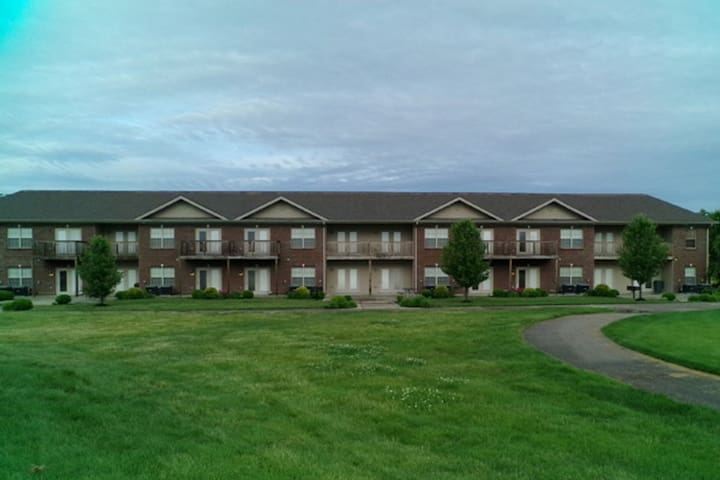 The Villas at Duckers Lake, Apartment Building