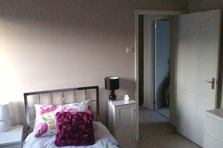single room Farnborough - Farnborough - Rumah
