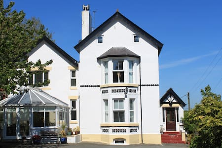 Character house, all bedrooms ensuite.  Sea views. - Benllech
