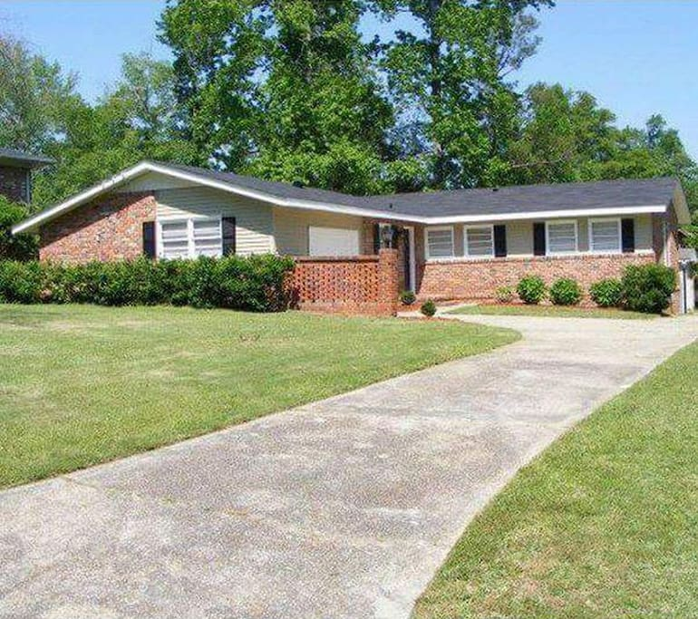 Awesome Ranch Style House Mins From Ft. Benning & Downtown Columbus