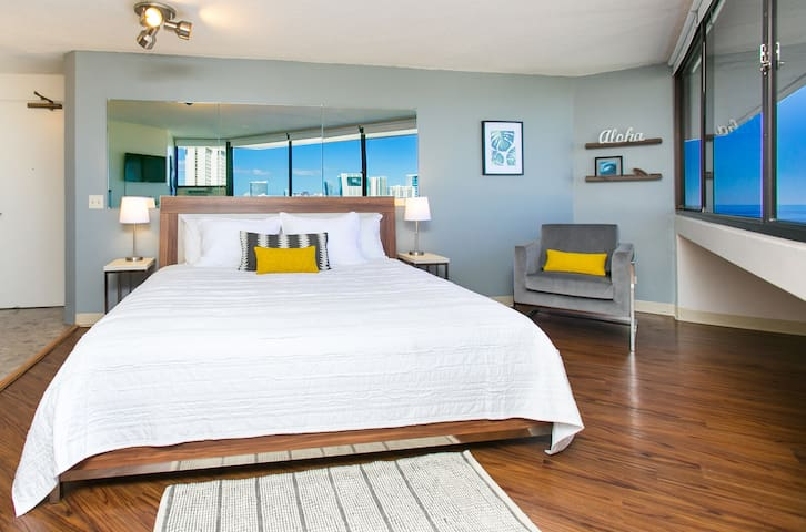 OCEAN views from your king size bed +FREE parking