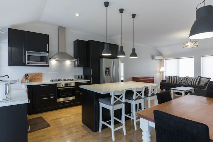 Centrally Located-Business Trip, Couples, Families