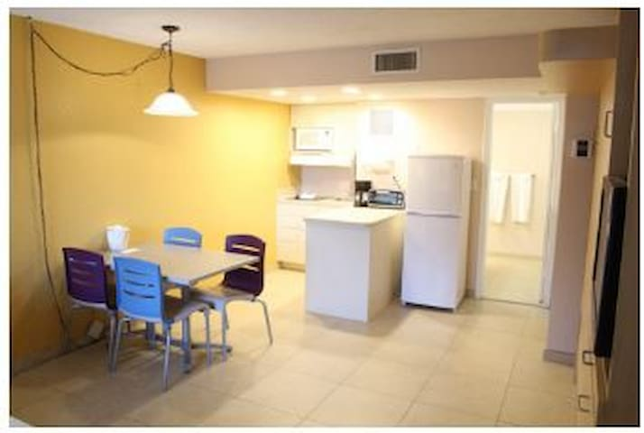 F9: Studio/Mini Kitchen/Across street from beach