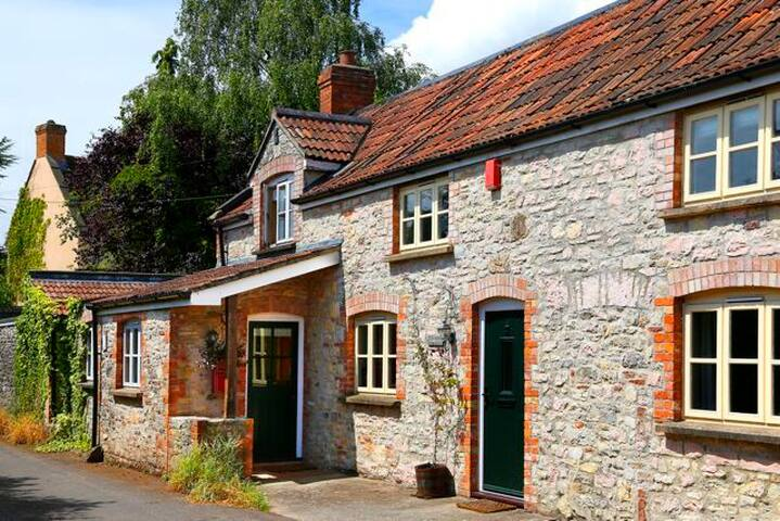Delightful country cottage w. Charm - Upper coxley - House