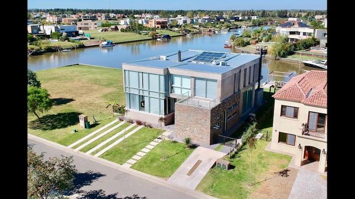 Hermosa casa con vista al rio y a estrenar!