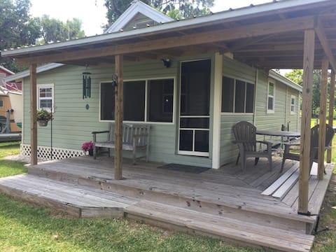 Lake Santa Fe Cottage #3 - 2BR 1BA, Sleeps 4