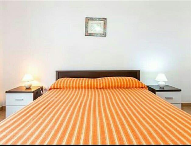 Casa vacanze a 600 metri dal mare case in affitto a for Casa con 2 camere da letto con seminterrato finito in affitto