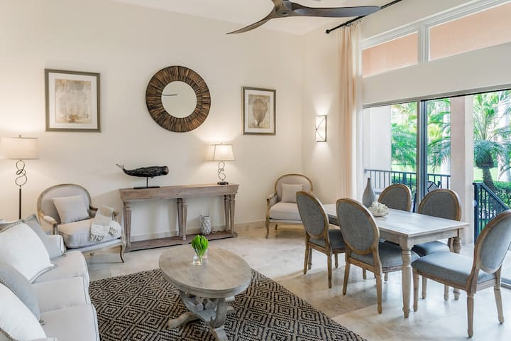 NEW! Luxury 2 bed condo in the heart of Grace Bay