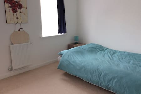 Single/double room in a house - Dartford