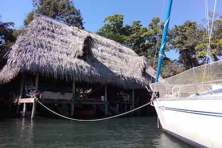 Hostel sobre aguas I.