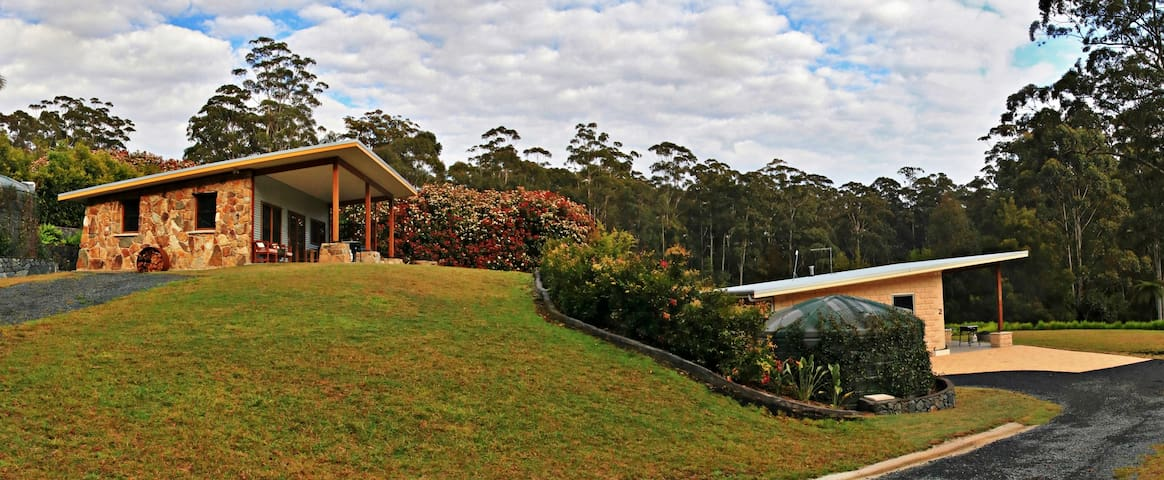Coffs Coast Mountain Retreat Cabin 1