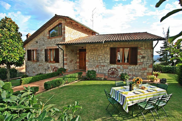 Charming Tuscany villa with private pool