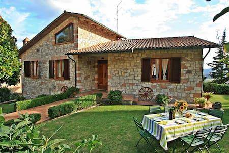 Villa in Toscana con piscina privata e giardino  - Radicondoli - House