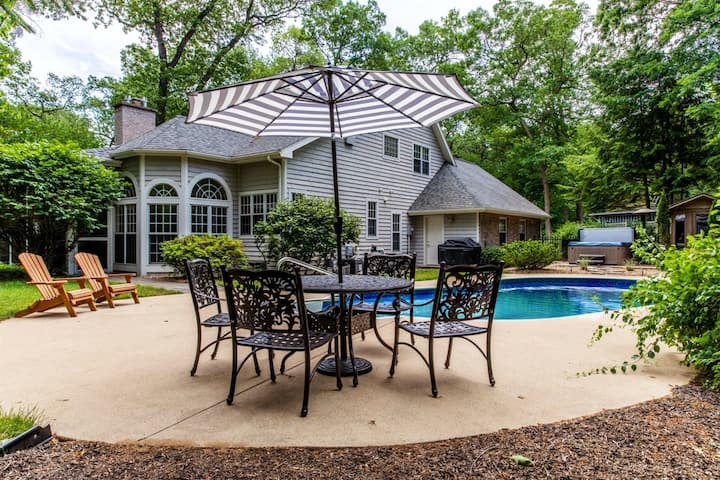 Well-Equipped Home w/Private Beach Access, Outdoor Pool, Hot Tub, Sauna, WiFi