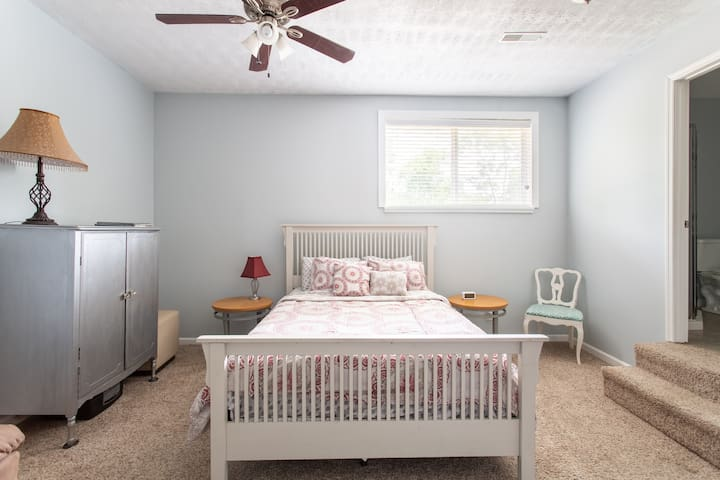 ✦Private Suite near downtown ✦ 2 miles to Broadway