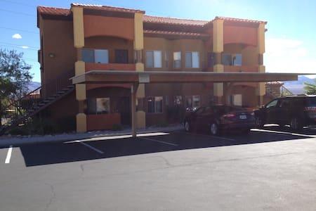 Golfers Getaway #2 Sleeps 6 - Appartement