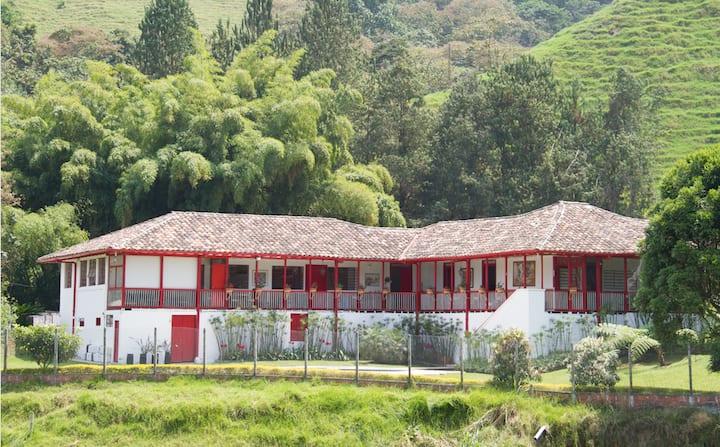 Exclusiva casa de campo dentro de la ciudad