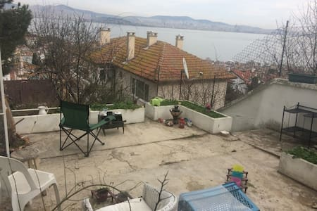 Flat in Heybeliada with gorgeous sea view. - Adalar