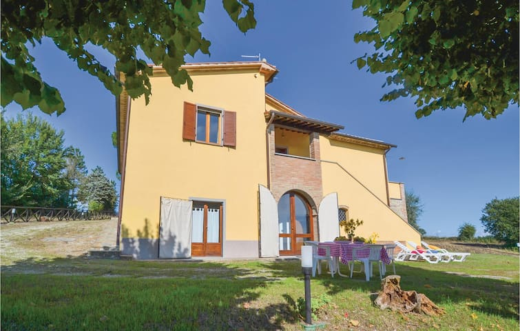 Holiday cottage with 4 bedrooms on 250 m² in Citerna (PG)