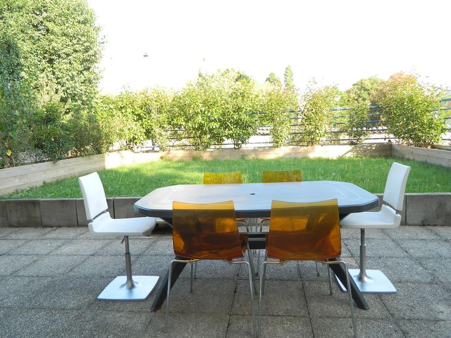 Terrasse et jardin privatif très calme