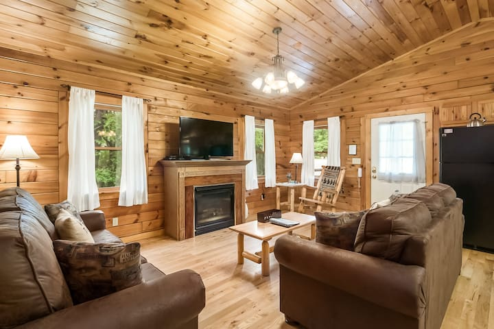 Close to Old Man's Cave, Cedar Falls and Ash Cave - Oakwood Cabin - Cedar Grove Lodging and Events