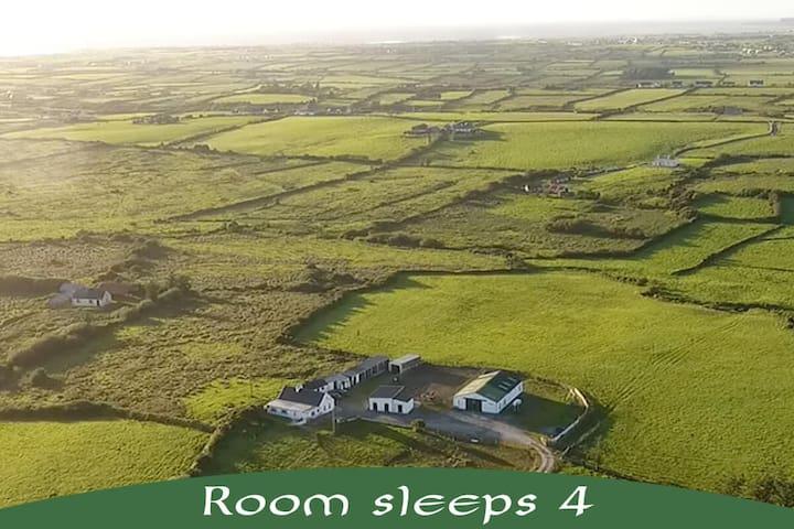 Hestakot - Icelandic Horse Farm. Room 2 (Sleeps 4)