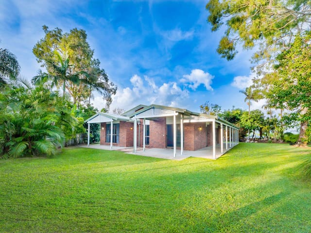 Spacious, executive, tropical home. - Shoal Point - House