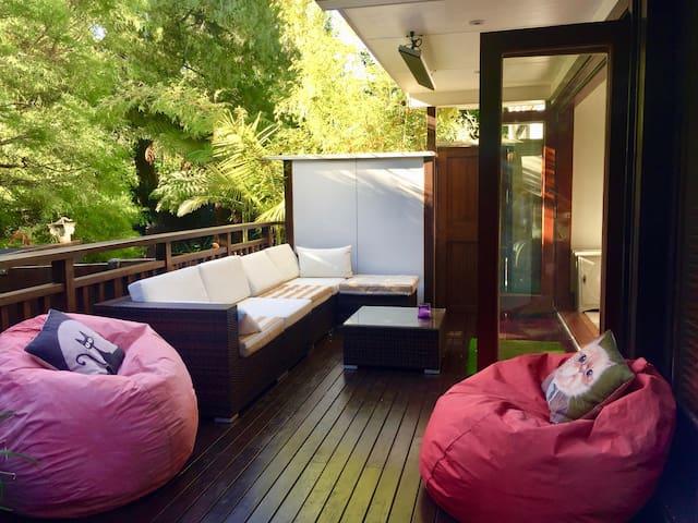 Judges Bay, urban luxury, couples  retreat.