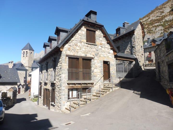 Casa Turón en Lanuza