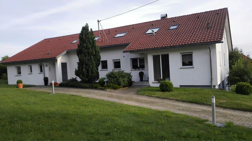 Neue große Ferienwohnung 75 qm wunderbar im Grünen - Geislingen an der Steige