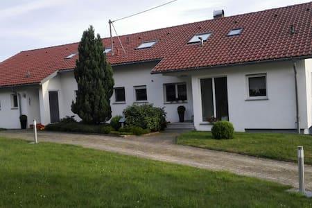 Neue große Ferienwohnung 75 qm wunderbar im Grünen - Geislingen an der Steige - Apartament